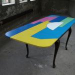 <p><strong>Beschichtung: 7-farbig lackiert, mehrfach Klarlacküberzug halbmatt<br /> </strong>Alessandro Mendini, Tisch, 2011</p>