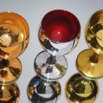 <p><strong>Gläser, Chrom-Optik-Beschichtung, farbig lasiert</strong></p>