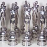 <p><strong>Award, Studio Babelsberg, Chrom-Optik-Beschichtung, lasiert</strong></p>