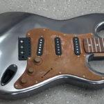 <p><strong>Gitarrenbody-Holz, PS Spritzmetall Gunsmoke, poliert, Acrylglasplatte, PS Spritzmetall Stahl, patiniert<br /> </strong></p>