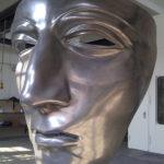 <p><strong>Varus Maske, Museum und Park Kalkriese, GFK, PS Spritzmetall Aluminium, poliert</strong></p>