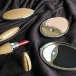 <p><strong>Vacuumguß-Modell, Chrom-Optik-Beschichtung, schwarz, gold, ocker lackiert</strong></p>