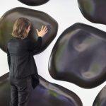 <p><strong>Beschichtung:</strong> <strong>Speziallackierung, Farbwechsel je nach Temperatur, mehrfach Klarlackversiegelung seidenmatt</strong><br /> Katrin Wegemann, 27° C, 2015, Installation Humbold-Universität Berlin</p>